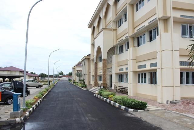 بناء الطرق داخل الجامعة