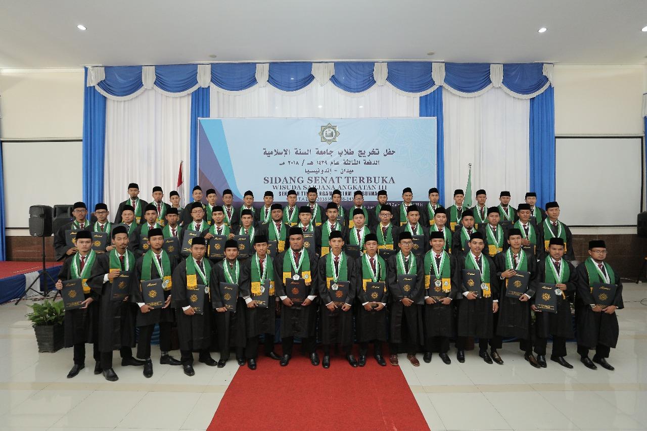 حفل تخريج الدفعة الثالثة من طلاب جامعة السنة