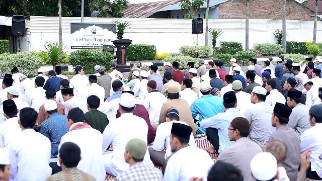 إقامة صلاة عيد الأضحى بجامعة السنة الإسلامية